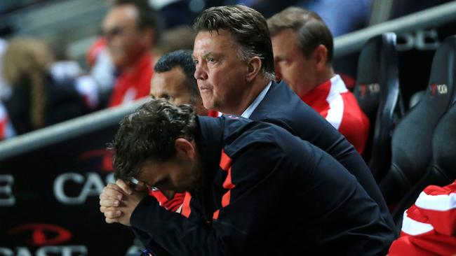 A dejected Manchester United bench.