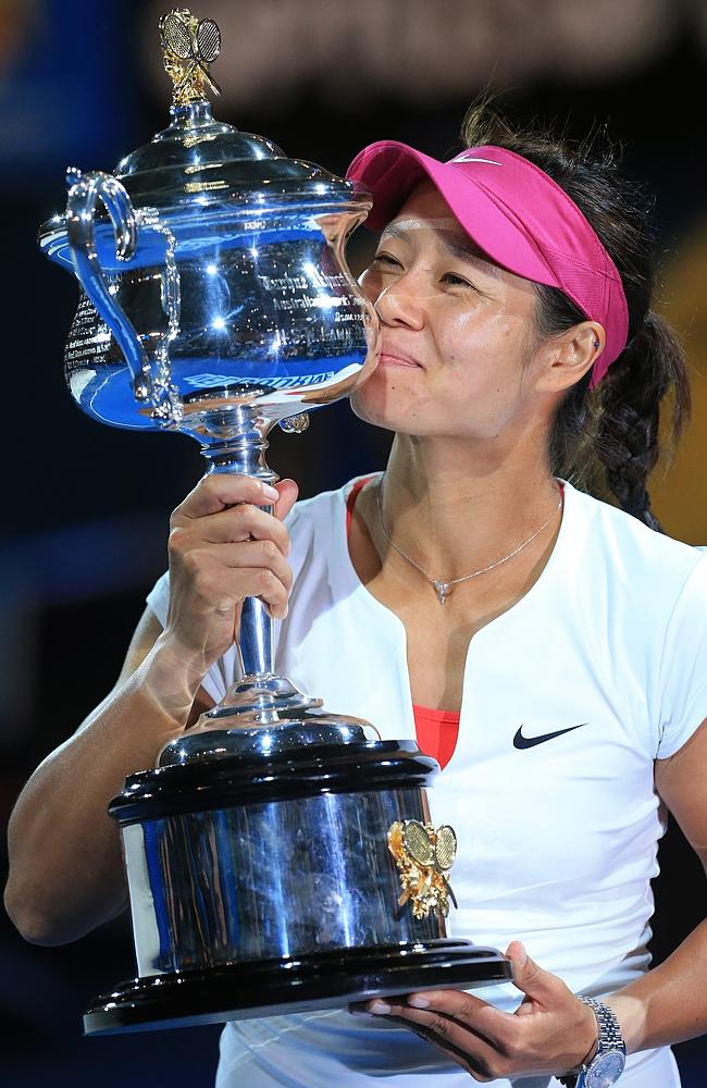 China's Li Na with the Australian Open trophy. Picture: Alex Coppel