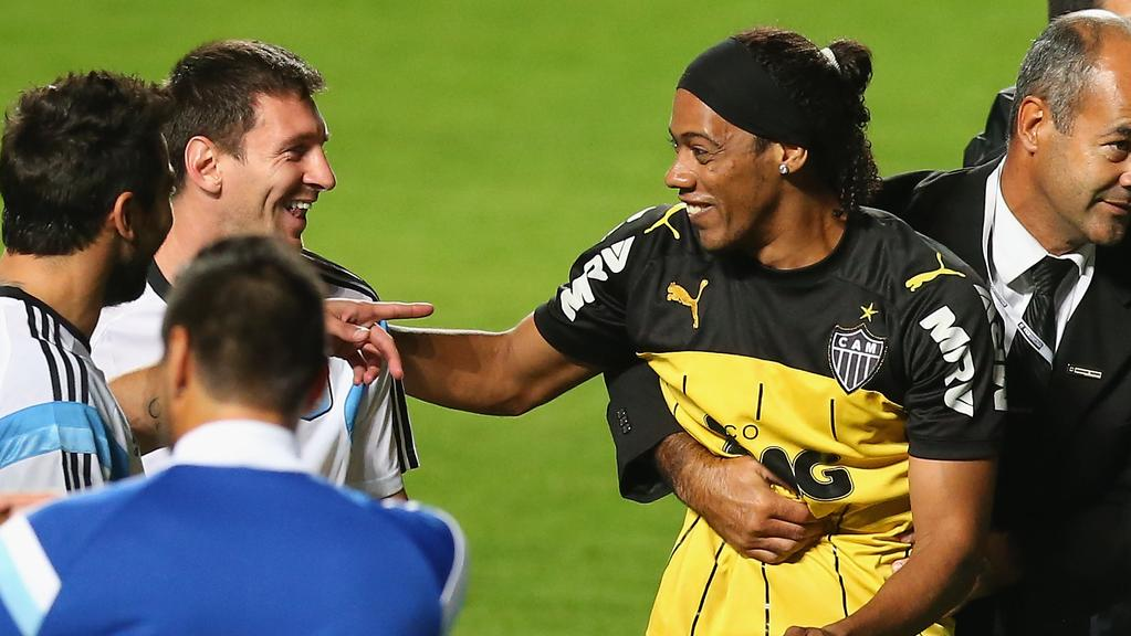 Neymar Vs Ronaldinho 2012 Up for the Cup: One mo...