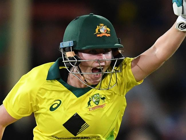 Australia's Beth Mooney celebrates their win over England in the first Womens Ashes T20 match at North Sydney Oval in Sydney, Friday, November 17, 2017.  (AAP Image/Dean Lewins) NO ARCHIVING, EDITORIAL USE ONLY, IMAGES TO BE USED FOR NEWS REPORTING PURPOSES ONLY, NO COMMERCIAL USE WHATSOEVER, NO USE IN BOOKS WITHOUT PRIOR WRITTEN CONSENT FROM AAP