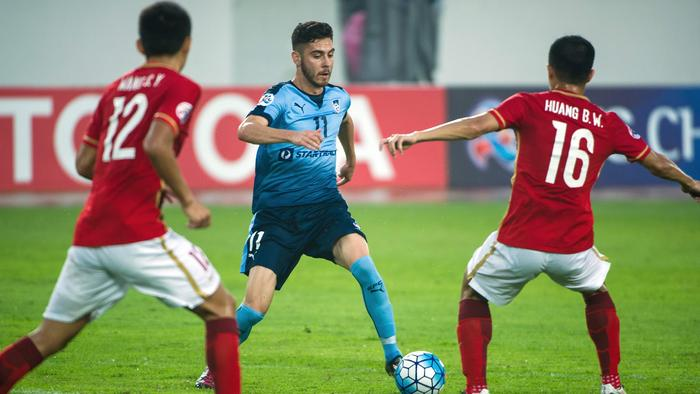 Christopher Naumoff (C) of Sydney FC in action against Guangzhou Evergrande.