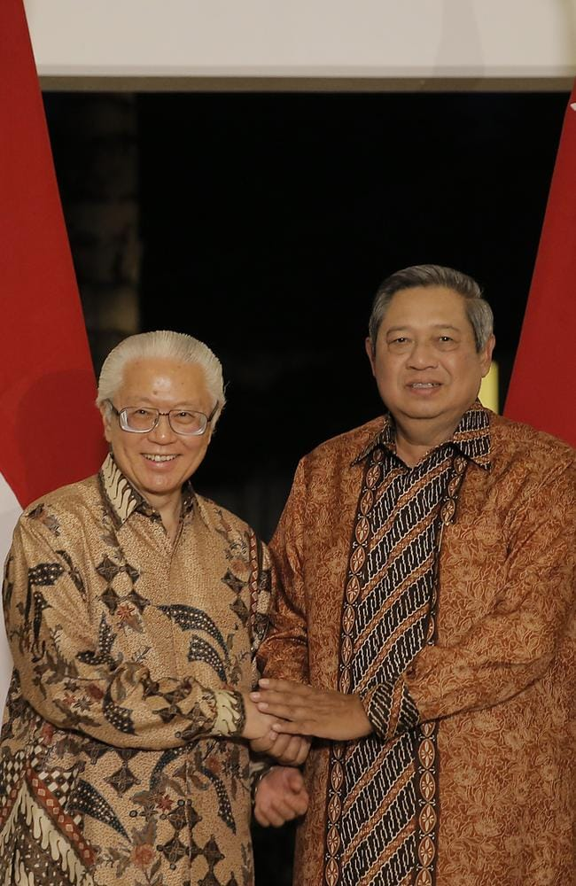 Spying row with Australia ... Indonesian President Susilo Bambang Yudhoyono (right) and Singapore counterpart Tony Tan at Batam island on June 5, 2014.