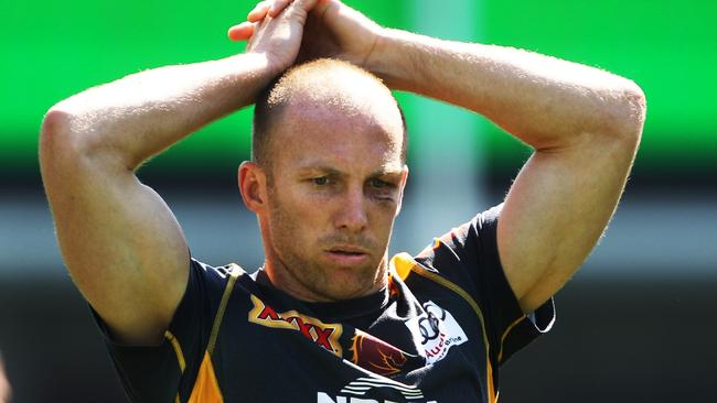 He fractured his eye-socket but Darren Lockyer still produced the match-winning play against the Dragons.