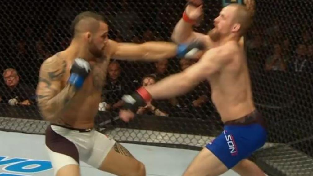 Gunnar Nelson gets knocked out cold.