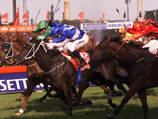 Belle Du Jour (centre) pops up in the centre to win the 2000 Golden Slipper in the most unlikely of circumstances after bombing the start. Picture: Roy Haverkamp