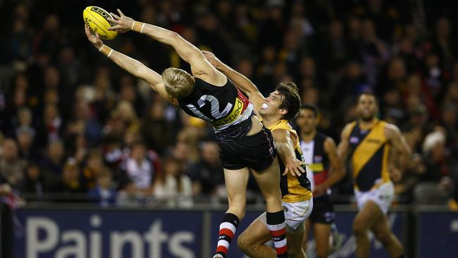 St Kilda captain Nick Riewoldt stretches for a nice mark. Picture: Michael Klein