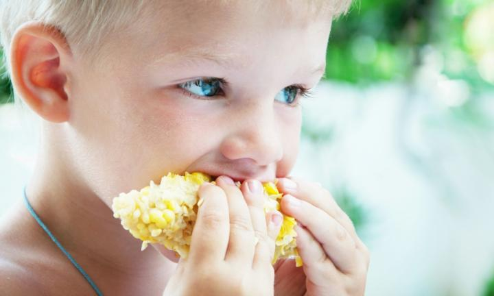 Parents are paying their kids to eat veggies and it WORKS
