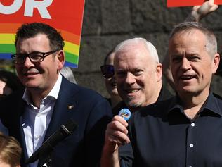 Federal Opposition leader Bill Shorten (centre) is seen at a marriage equality rally at RMIT in Melbourne, Sunday, August 20, 2017. Shorten was addressing the forthcoming marriage equal postal survey. (AAP Image/Julian Smith) NO ARCHIVING