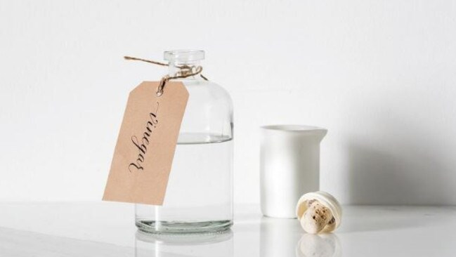 how to clean money with vinegar