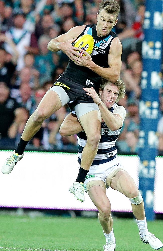 Robbie Gray marks in front of Cameron Guthrie. PIC SARAH REED.