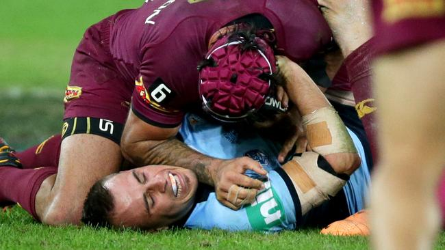 Johnathan Thurston uses an elbow to Josh Reynolds throat and face during Game 2 of the 2014 State of Origin series.