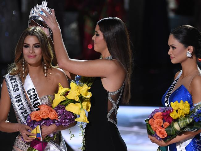Miss Colombia, Ariadna Gutierrez, was dethroned on stage as Miss Philippines, Pia Alonzo Wurtzbach, waited for her crown. Picture: Ethan Miller/Getty Images