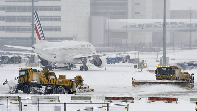 Air France planes are parked on the snow covered tarmac of Roissy Charles-de-Gaulle airport, outside Paris, on January 20, 2013. Air France cancelled 40 percent of its short- and medium-haul flights from Paris airports on Sunday as heavy snow disrupted air, road and rail transportation for a second day. AFP