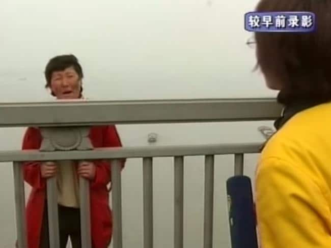 Chinese television captures the moment a woman intends to jump off the Nanjing Yangtze River Bridge.
