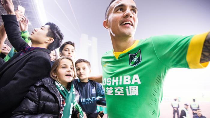 Tim Cahill moved from Shanghai Shenhua to Hangzhou Greentown despite calls to move to the A-League.