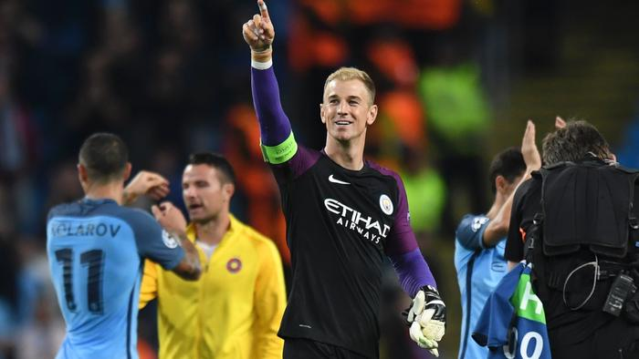 Manchester City's English goalkeeper Joe Hart (C) gestures to the crowd after the UEFA Champions League second leg play-off football match between Manchester City and Steaua Bucharest at the Etihad Stadium in Manchester, north west England on August 24, 2016. / AFP PHOTO / Anthony Devlin