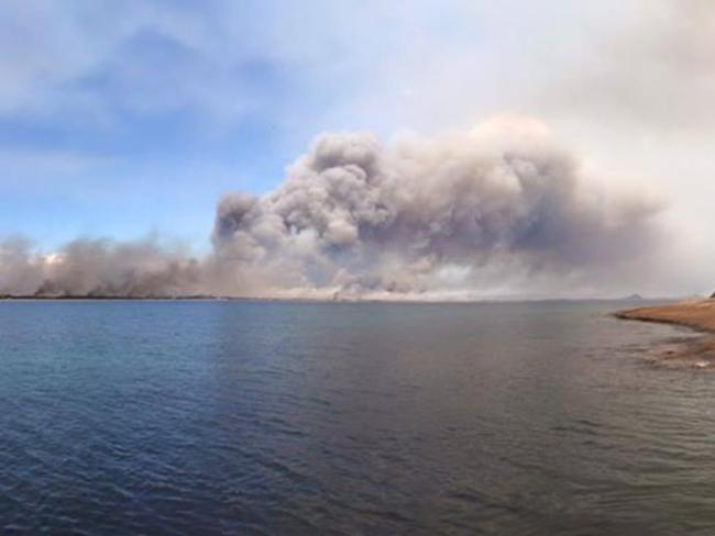Esperance bushfires, Western Australia. 17th November 2015. Picture: Kate Sainty/Facebook