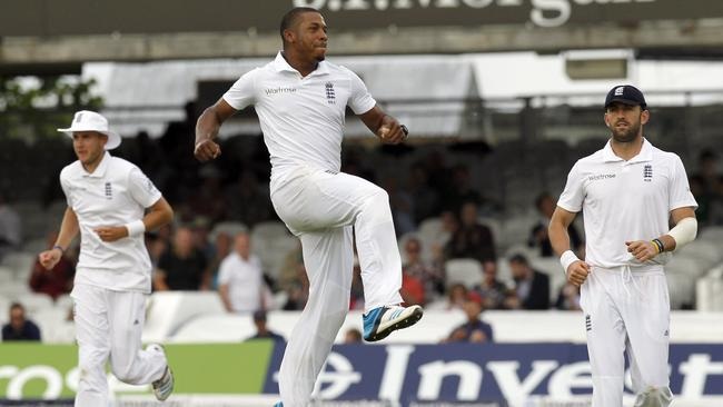 England's Chris Jordan (C) celebrates taking the wicket of Sri Lanka's Nuwan Kulasekara.