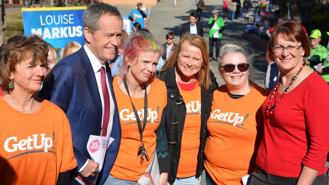 Labor leader Bill Shorten stands with GetUp! members.