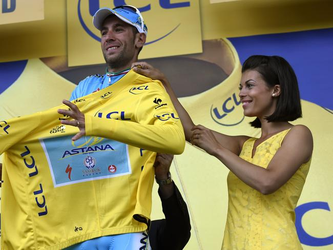 Before the snub ... the podium girl helps Nibali with his yellow jersey.