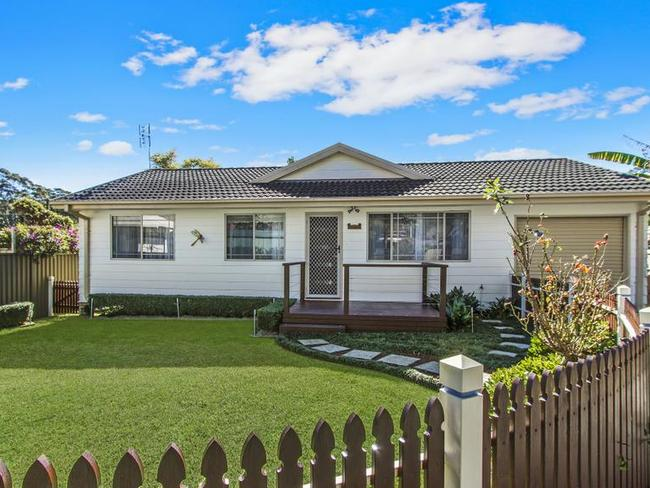 "<a href=""https://www.realestate.com.au/sold/property-house-nsw-north+gosford-125927606"" target=""_blank"">15a Bradys Gully Rd sold for $535k in August</a>."
