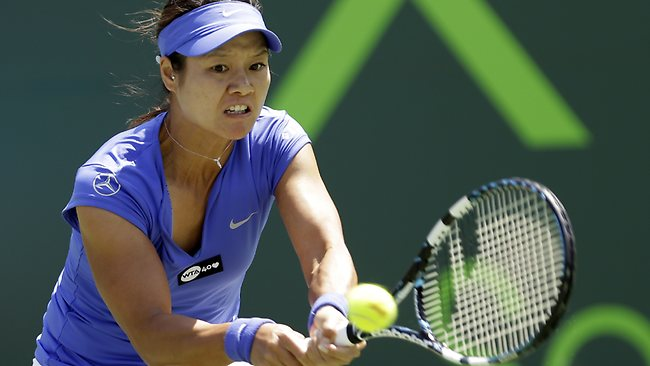 Li Na returns to Serena Williams at the Miami Masters in Key Biscayne. Picture: Alan Diaz