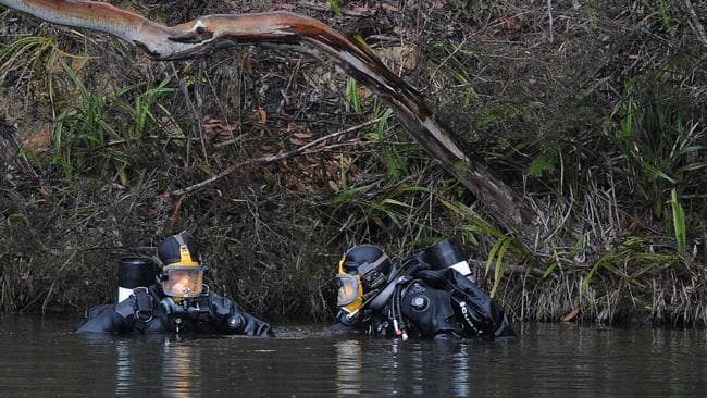 Police from the diving unit search a dam at Leura Golf Course for Gary Tweddle. Picture: Matthew Sullivan