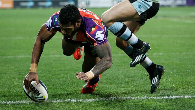 Sisa Waqa scores a try.