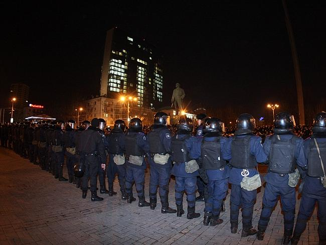 Riot Policemen line up to prevent clashes between pro-Russian supporters and pro-Ukrainian demonstrators.