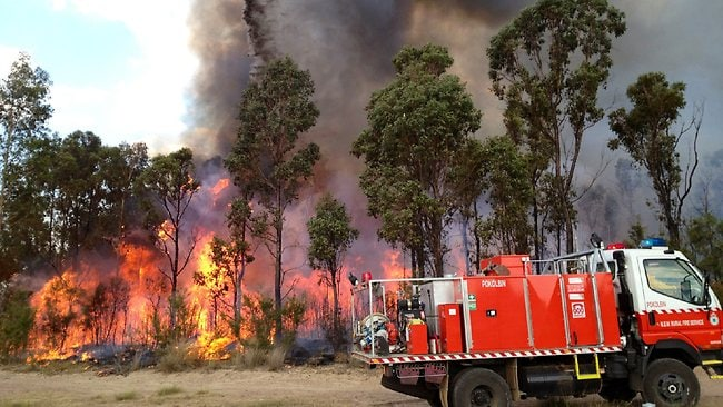 Choppers waterbombing Cessnock fires / Pic: Neil Keene