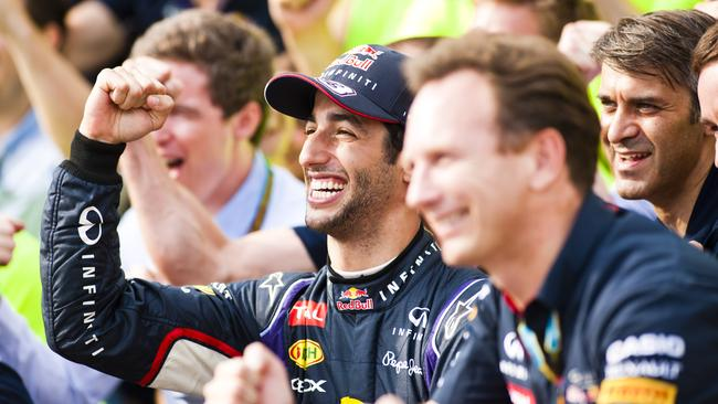 Ricciardo poses for the team's post-race photo.