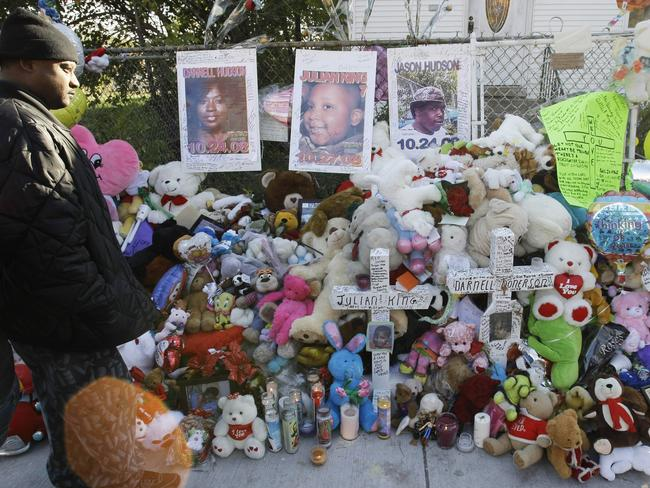 Mourning ... A makeshift memorial outside the Chicago home of Darnell Donerson in 2008. Picture: AP