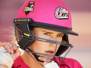 Cricketer Ellyse Perry getting her head in the game. Image: Getty