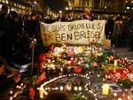 People hold up a banner as a mark of solidarity at the Place de la Bourse following today's attacks on March 22, 2016 in Brussels, Belgium. Picture: Carl Court/Getty Images