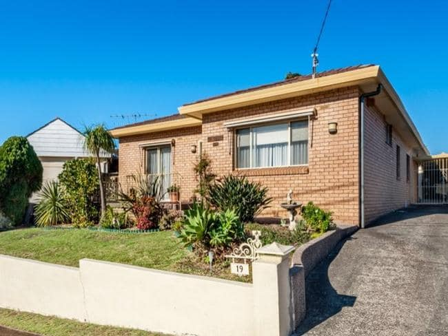19 Eyre St, Chifley sold for $1.275 million at auction.