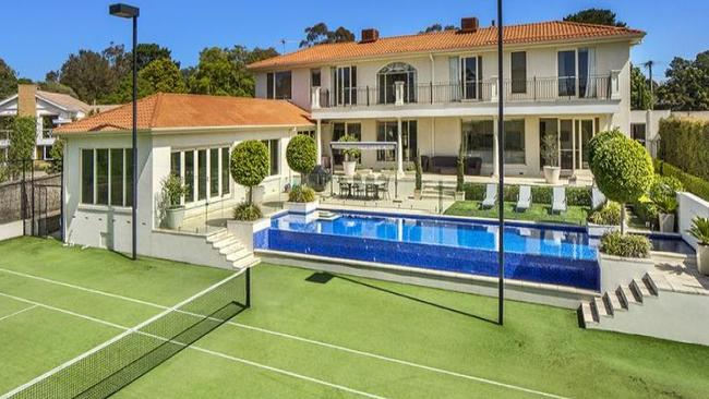 The Best Of Both Worlds: This Palatial Mount Eliza Home Has A Stunning Wet