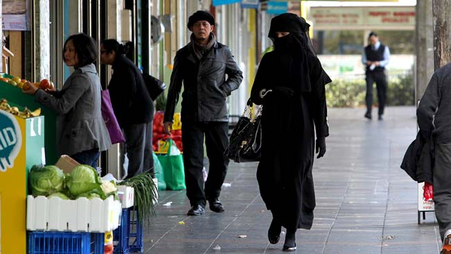 social circle muslim single women Reactions of muslim women to restrictions hanane remembers the influence of her social circle at the virtuous man who would save her from her life as a single.