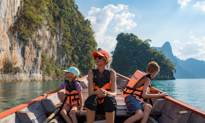 How these families quit everything to travel for a living