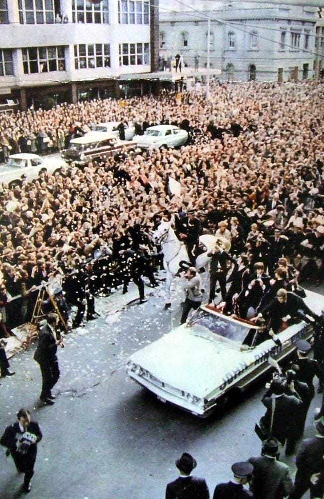 Crowd of fans greet The Beatles on King William St. Picture: Vic Grimmett