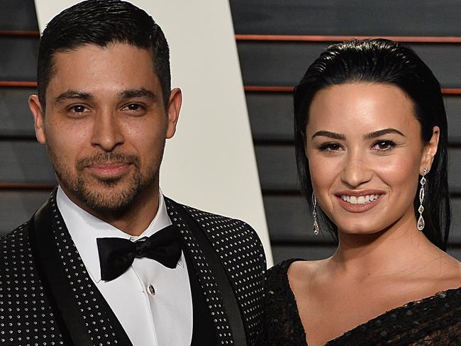 Is demi lovato dating anyone right now