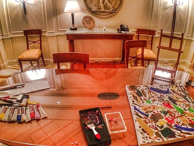Snoop Dogg's Palazzo Versace room where he enjoyed painting. Picture from Instagram.