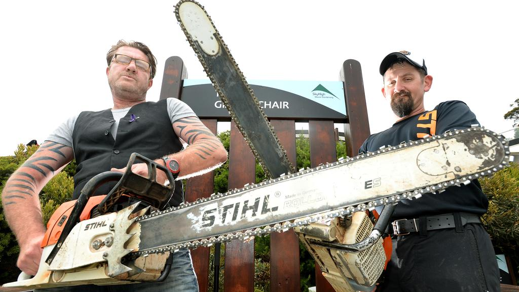 Sculptors sharpen their blades for australian chainsaw