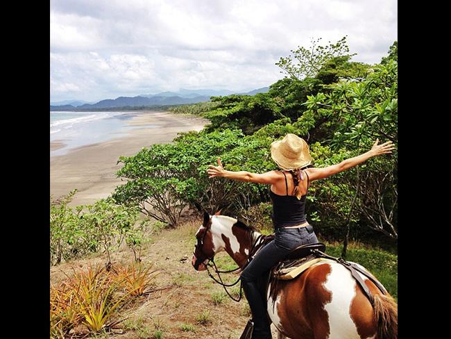 "Brazilian model Gisele Bündchen gets back to nature, ""Good morning beautiful mother Earth! Bom dia linda Mae Terra! Picture: Instagram"