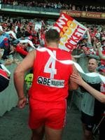 Tony Lockett leaves the SCG after kicking his record 1300th goal in 1999.