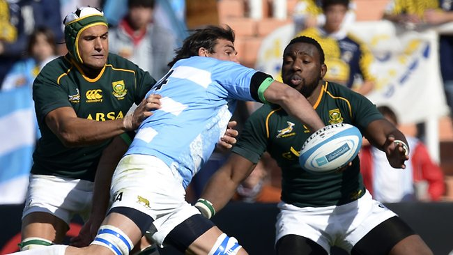 Pumas lock Julio Farias Cabello tries to get a pass away as he is tackled by Springboks prop Tendai Mtawarira and lock Juandre Kruger.