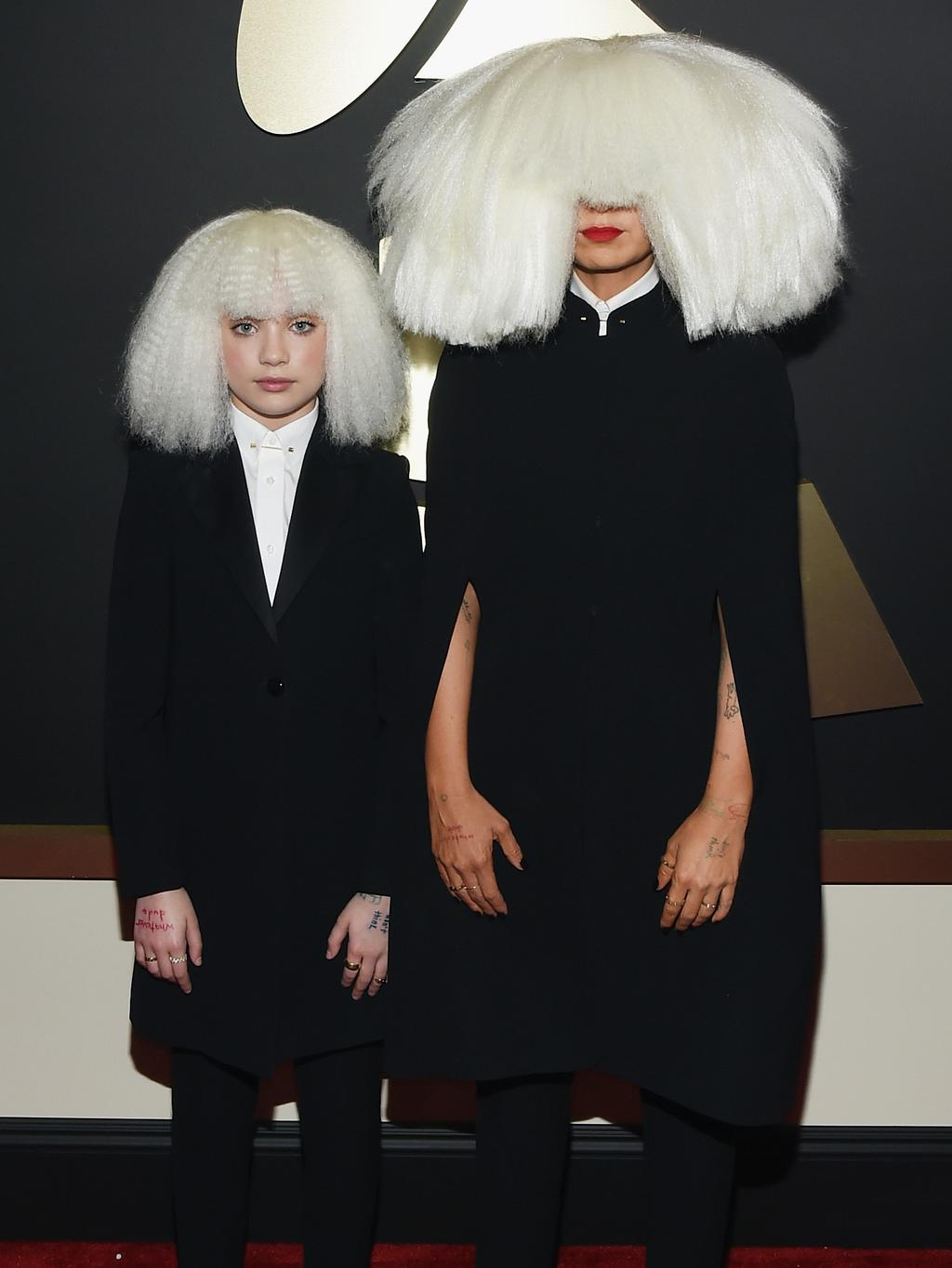 Sia later singers mother in adelaide stand off with chandelier maddie ziegler with sia at the grammy awards last month arubaitofo Image collections