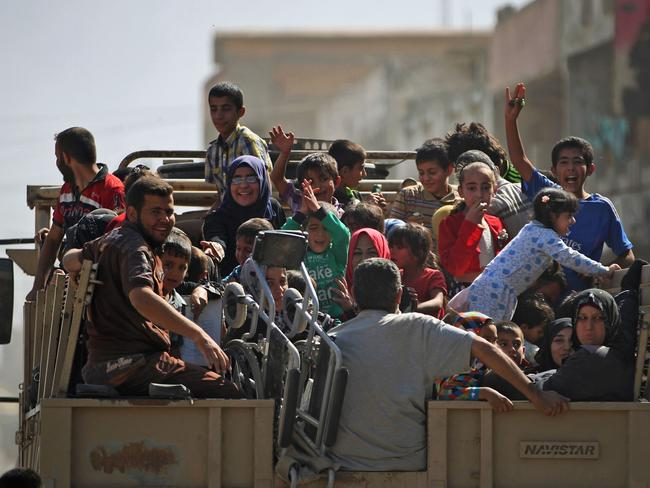 Displaced Iraqis from Mosul's western Rifai neighbourhood flee their homes. Picture: AFP/Ahmad al-Rubaye