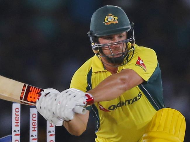 Finch helps Aussies race to victory