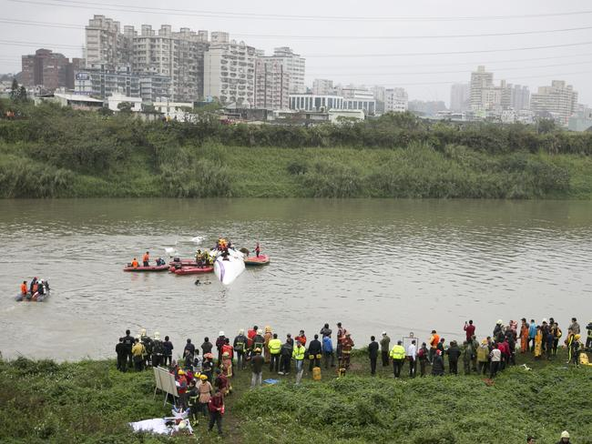 The crash site ... rescue teams work to free people from a TransAsia Airways ATR 72-600 turboprop aeroplane that crashed into the Keelung River. Picture: Ashley Pon/Getty Images