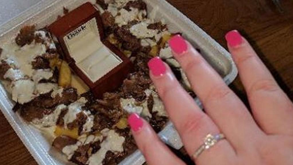 A man proposed to his girlfriend by hiding the ring in a halal snack pack. Picture: Mavi Fish, Chips and Kebabs